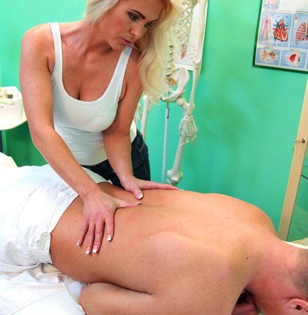 Kathy Anderson - Frisky MILF masseuse fucks doctor (FakeHospital) [FullHD 1080p]