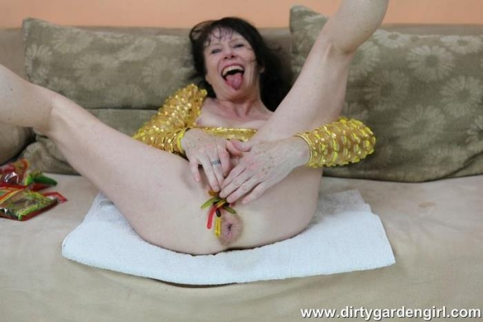DirtyGardenGirl.com - Dirty Garden Girl - Gold dress and gummies [FullHD, 1080p]