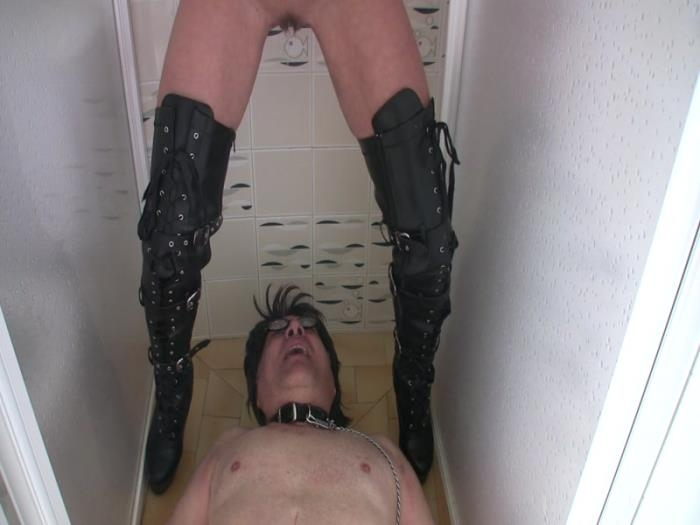 Lady Bellatrix at Villa Domina - Toilet Slave Tampon Humiliation (Clips4sale) FullHD 1080p