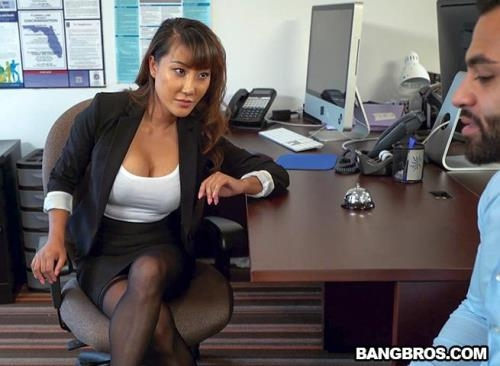 Tiffany Rain - Tiffany finally gets fucked in her office (2017/BangBrosClips.com / BangBros.com/SD/480p)