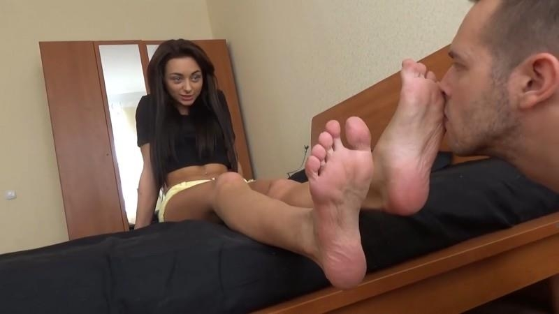 Under Girls Feet / Clips4sale.com: Ingrid's First Experience [HD] (131 MB)
