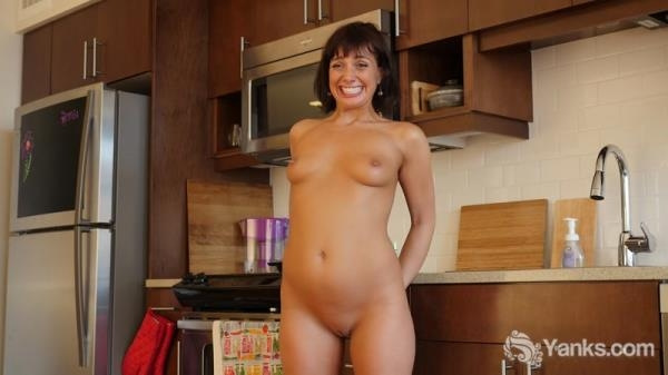 Janey Jones - Janey Jones Has An Anal Plug (HD 720p)