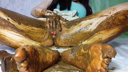 Scat [My feet receive a portion of shit Part 2] FullHD, 1080p