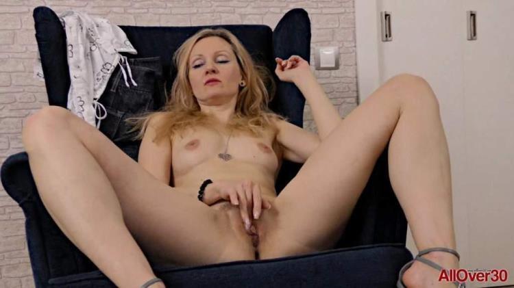 Foxy Love - Russian Milf Masturbate [AllOver30 / FullHD]