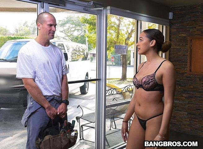 BangBros18.com / BangBros.com - Mariah Banks Fucks The A/C Repair Man [SD, 480p]