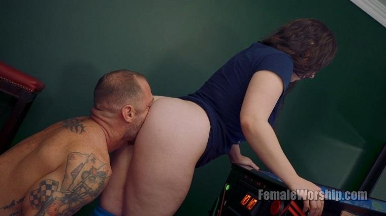 FemaleWorship.com: I Think You're Good Luck Back There [HD] (68.5 MB)
