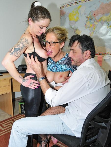 Jana L., Adrienne Kiss - Tattooed German sluts in their 40s go for swinger sex in FFM threesome (HD, 720p/2017)