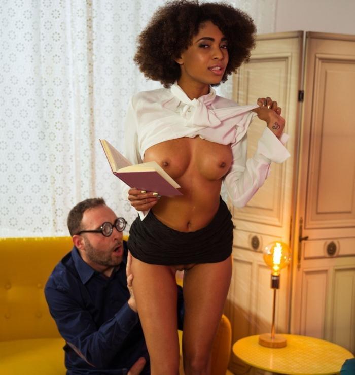 Luna Corazon - Hot Brazilian ebony babe Luna Corazon gets fucked while reading a book  [HD 720p]