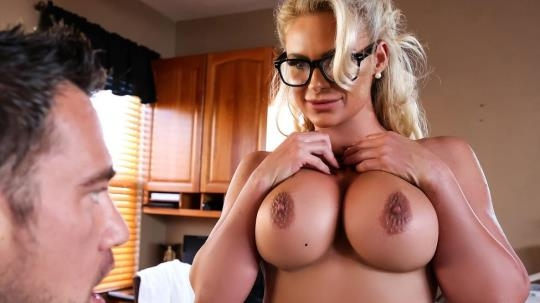 DoctorAdventures, Brazzers: Phoenix Marie - Doctor Knows Best (SD/480p/243 MB) 04.04.2017