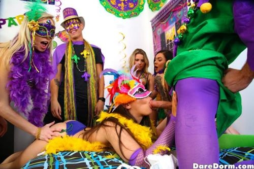 DareDorm.com / GFLeaks.com [Ziggy Star, Marley Brinx - Wild And Loca] SD, 432p