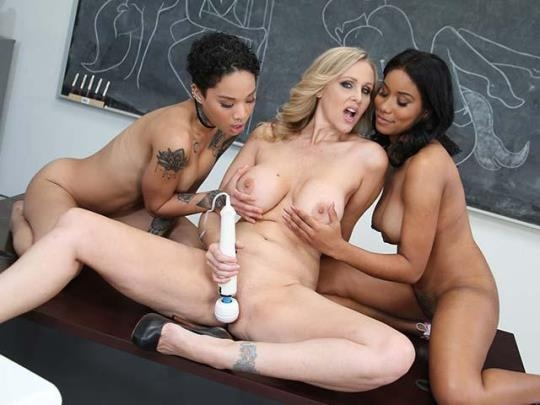ZebraGirls, DogFartNetwork: Honey Gold, Jenna Foxx and Julia Ann (SD/432p/450 MB) 19.04.2017