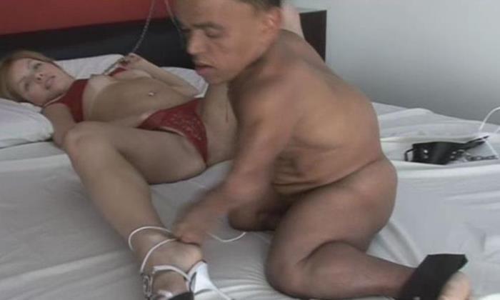 Zezinho the midget fucking bondage babe (BangaMidget) SD 480p