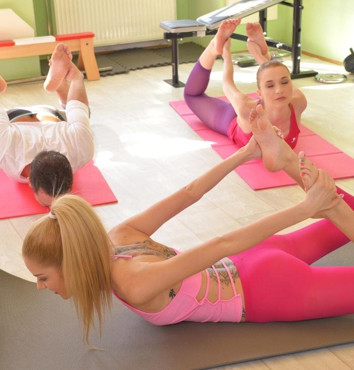 Chelsy Sun, Monique Woods - Hardcore Yoga: 2 Slim Babes, 1 Hard Cock, 4 Sexy Feet  [SD 540p]
