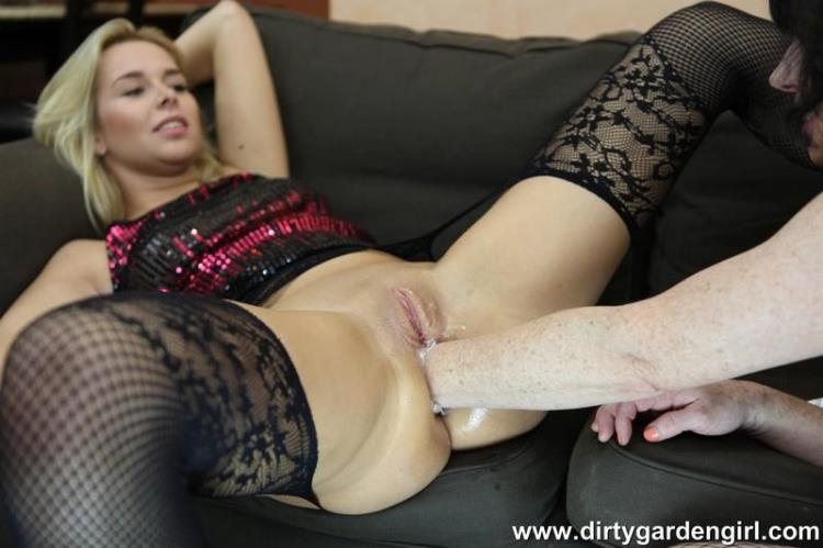 Nikky Dream and Dirtygardengirl fisting fun [DirtyGardenGirl / HD]