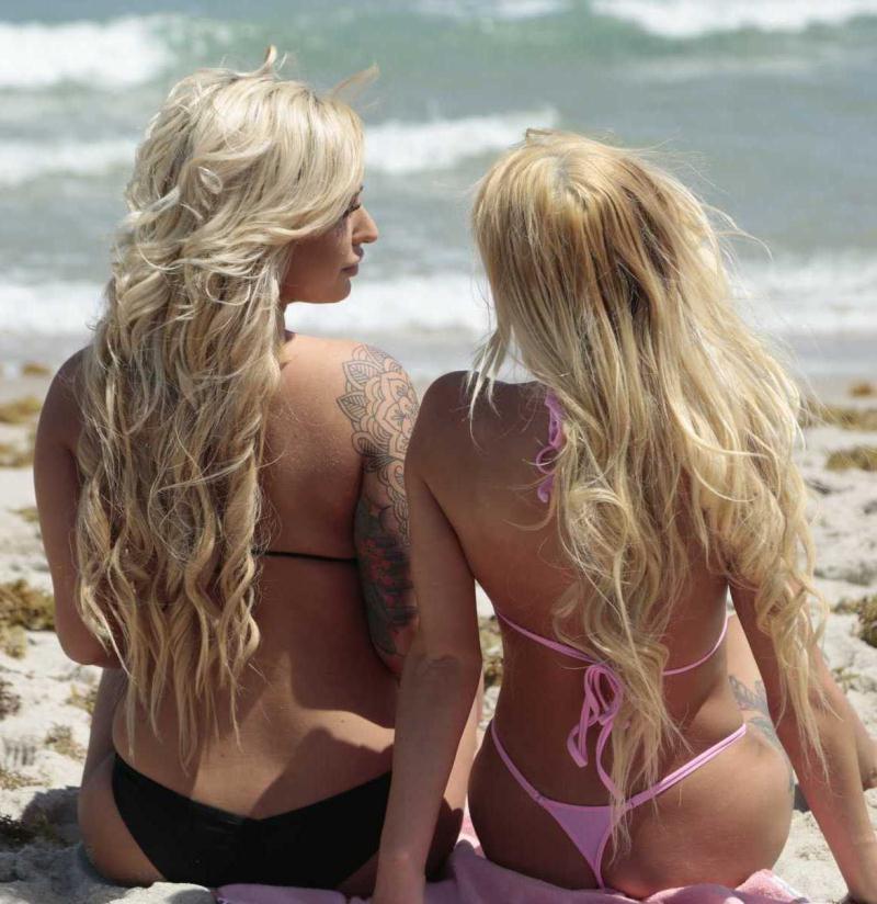 WeLiveTogether/RealityKings: Brandi Bae, Kenzie Reeves - Babes In Bikinis  [HD 720p] (685 MiB)