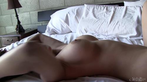 SunnyLeone.com [Sunny Leone - Bedroom Tease] FullHD, 1080p