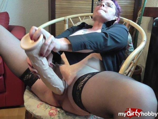 Crazy-Carmen - My pussy fucked with Riesenpimmel - German Porn (HD, 720p)