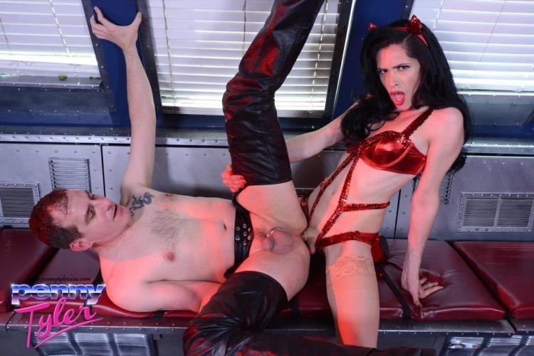 Penny Tyler & Chris - Slut Bottom Chris [PennyTylerXXX / HD]