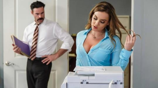 BigTitsAtWork, Brazzers: Natasha Nice - Office Initiation (SD/480p/433 MB) 25.04.2017