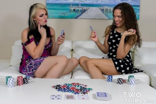 Twotgirls: Sydney Farron & Chloe Wilcox - A Game of Strip Poker (FullHD/1080p/1.59 GB) 24.04.2017