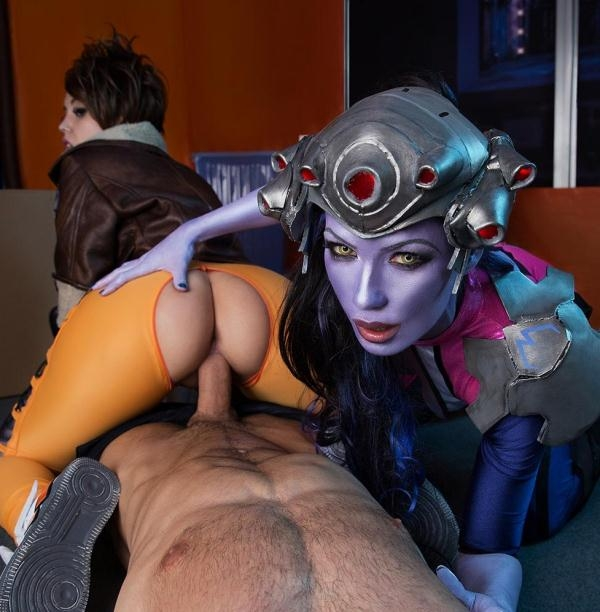 Zoe Doll, Alexa Tomas - Overwatch XXX Parody (VRCosplayx) [HD/VR/LQ/3D 960p]