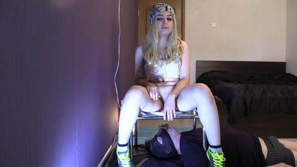 The Goddess and the toilet slave - Femdom Scat (FullHD 1080p)