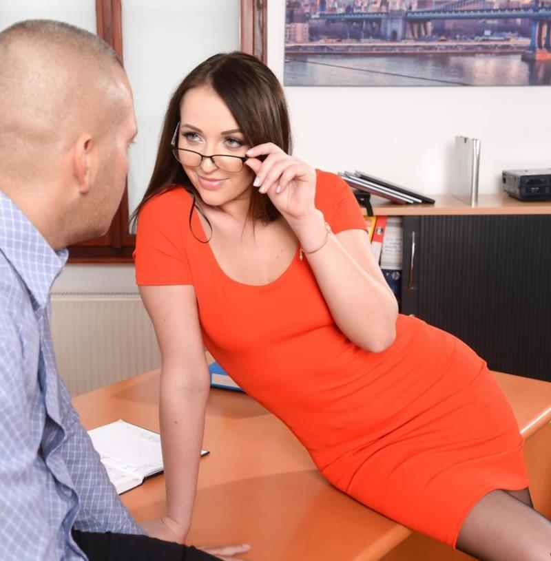 PixandVideo/21Sextury: Carolina June - Anal Secretary  [HD 720p] (692 MiB)