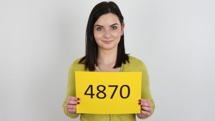 Julie (4870) - Blowjob on Casting / 02-05-2017 (CzechCasting, CzechAV) [HD/720p/MP4/278 MB] by XnotX