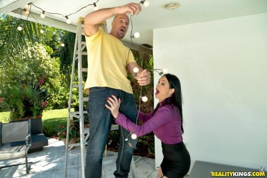 MilfHunter, RealityKings: Angienoir - Welcome To The Neighborhood (SD/432p/286 MB) 16.05.2017