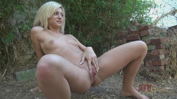 Caprice Capone - Watersports (FullHD 1080p)