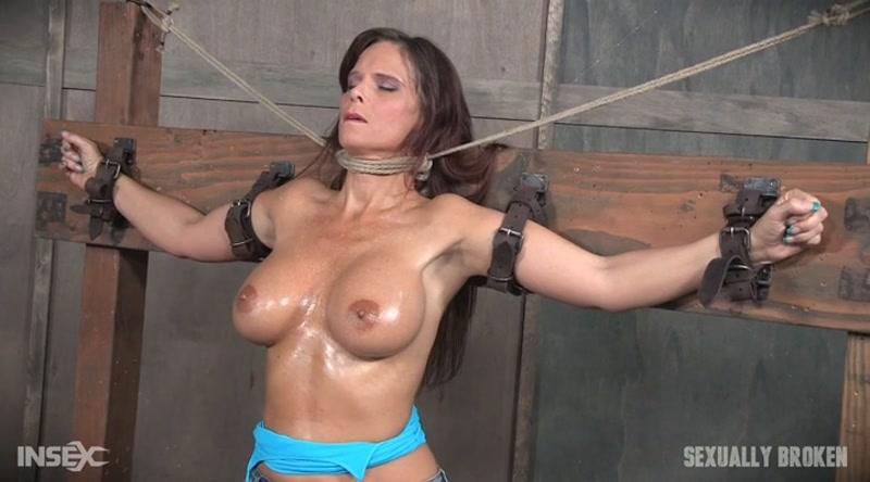 SexuallyBroken.com: Syren De Mer [SD] (81.8 MB)