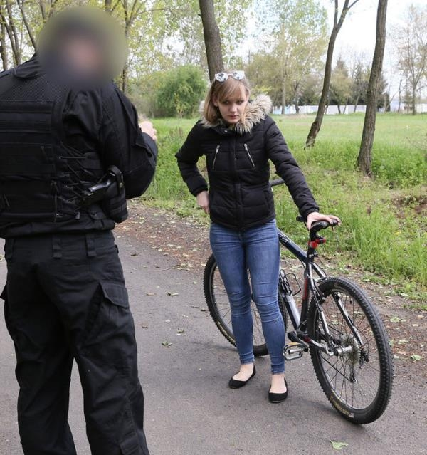 Lecette Nice - Teen Rider Fucks A Policeman  (FakeCop/HD/720p/644 MiB) from Rapidgator