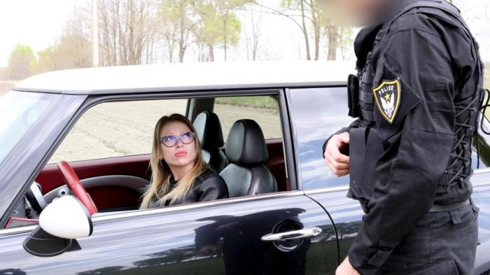 Vera Wonder - Unregistered Driver Creampied by Cop  [FullHD 1080p]