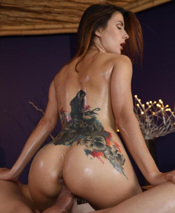 Camilla Moon - Brunette Babes 1st Time Squirting  (MassageRooms/HD/720p/670 MiB) from Rapidgator