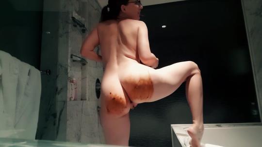 Scat Porn: Naughty Nerd - Amateur Solo Scat (2K UHD/1440p/345 MB) 26.05.2017