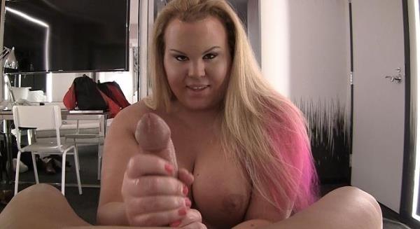 Kara Lynn - Curvy newbie Kara Lynn jerks off her lucky boyfriend - Pure-ts.com (FullHD, 1080p)