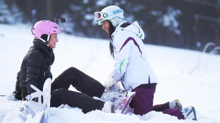 Cayla Lyons, Terra Twain - Snowboard student and older woman  [FullHD 1080p]