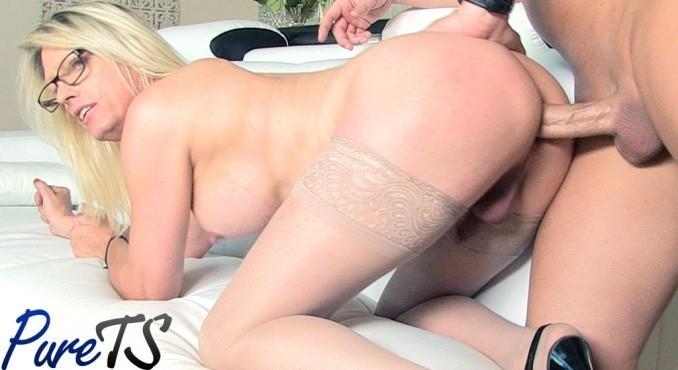 Jenna Ranee - Busty blonde MILF Jenna Ranee gets barebacked (Pure-ts) FullHD 1080p