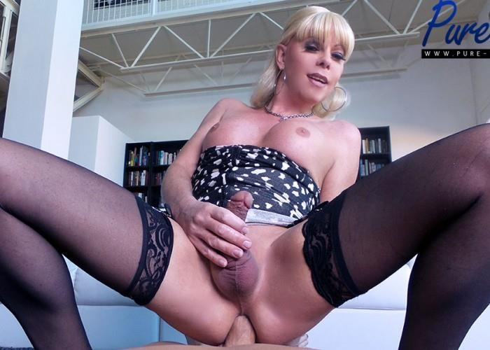 Joanna Jet - Mature blonde Joanna Jet wants your cock! (Pure-ts) FullHD 1080p