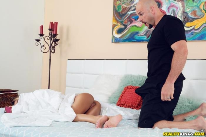 Kenzie Reeves - Showing Kenzie A Good Time / 27-05-2017 (TeensLoveHugeCocks, RealityKings) [SD/432p/MP4/297 MB] by XnotX