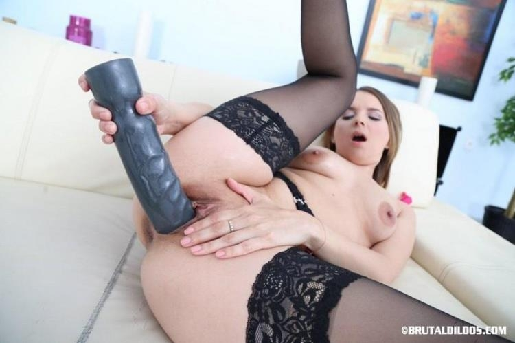 JESSICA SPIELBERG FISTING WITH DILDO [Brutal Dildos / FullHD]