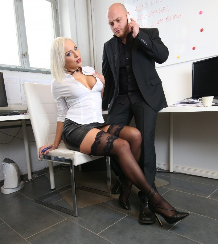 BumsBuero/PornDoePremium - Lilli Vanilli [Hot busty German Lilli Vanilli gets cum covered in naughty office sex] (HD 720p)