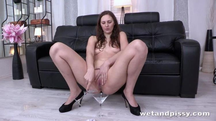 Ariadna - Nothing Dry [WetAndPissy / HD]