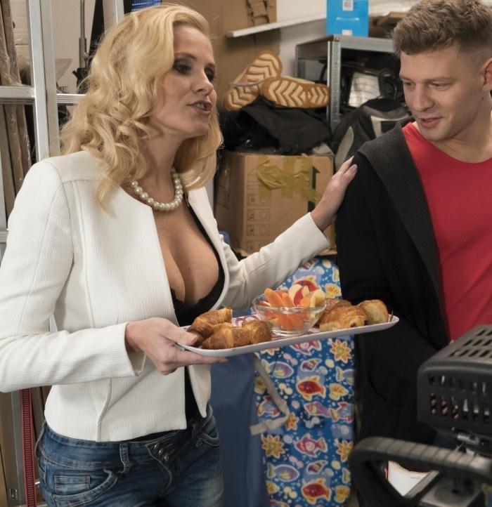 KinkyInlaws/PornDoePremium - Klara - Hot Czech MILF Klara gets DP in hot threesome with stepson and friend [HD 720p]
