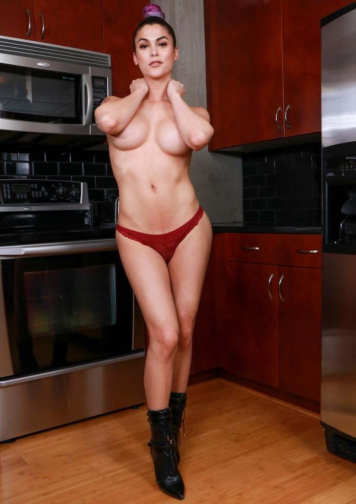 Domino Presley - Sultry Domino\'s Solo Kitchen Play (shemale.xxx) FullHD 1080p