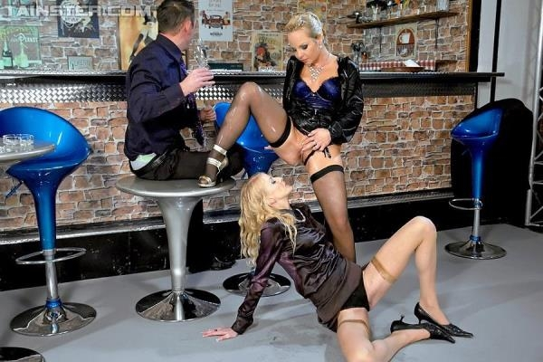 Sharka Blue, Kate - Blondie Piss Bar [HD 720p]