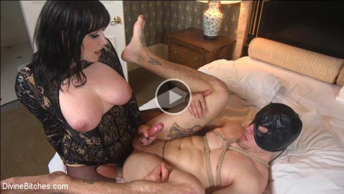Maitresse Madeline Marlowe, Reed Jameson - The Queens Slave Training [SD 540p] [DivineBitches]