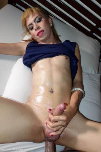 LadyboysFuckedBareback.com [Belle - Hoodie Femboy Bred with Pissing] HD, 720p