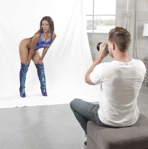 Jaime Fetti - Jaimes Photographic Ass  (RoundandBrown/RealityKings/HD/720p/665 MiB) from Rapidgator