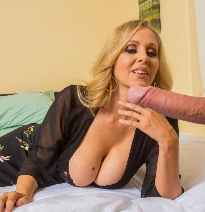 MyFriendsHotMom/NaughtyAmerica: Julia Ann - My Friends Hot Mom  [HD 720p] (895 MiB)